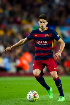 Marc Bartra of FC Barcelona controls the ball during the La Liga match between FC Barcelona and Levante UD at Camp Nou on September 20, 2015 in Barcelona, Catalonia.