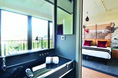 Room, bathroom - Hôtel 123 Sébastopol- Paris. Designed by Maidenberg Architecture Tribute to cinema, Jean-Paul Belmondo, Claude Lelouch, Daniele Thompson, Ennio Morricone, Elsa Zylberstein, Agnes Jaoui, Jean-Pierre Bacri
