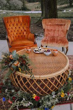 Boho Vintage Wedding Lounge boho wedding Fall Boho Wedding Inspiration with Mid-Century Vibes - Chic Vintage Brides Chic Vintage Brides, Vintage Glamour, Vintage Weddings, Rustic Weddings, Country Weddings, Lace Weddings, Wedding Lounge, Wedding Shot, Wedding Lace