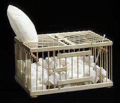 Marcel Duchamp, Why Not Sneeze Rose Sélavy?, 1921 - 1964, Métal, marbre, thermomètre, os de seiche, 11,5 x 22,2 x 16cm  L'...