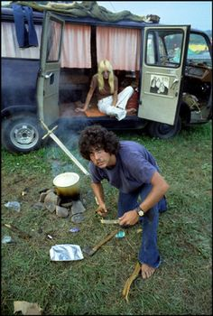 Forgotten Woodstock: Never Seen Before Images of the Greatest Rock Concert of all Time! - Page 59 of 81 - History Hole Woodstock Hippies, Woodstock Music, Woodstock Festival, 1969 Woodstock, Woodstock Photos, Festival Hippie, 70s Aesthetic, Hippie Lifestyle, Hippie Culture