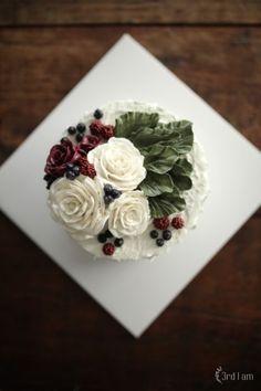 From Alan & Sarah white lake flower cake : 네이버 블로그 Korean Buttercream Flower, Buttercream Flower Cake, Gorgeous Cakes, Pretty Cakes, Cupcakes Flores, Gourmet Cakes, Sugar Craft, Floral Cake, Cake Decorating Tips
