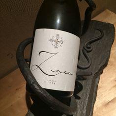 Un vino único, no apto para gustos normalizados-domesticados, esta hecho para los que buscan vinos de verdad, auténticos.  http://infielesdelvino.com/zinca