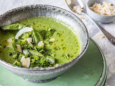 Brokkolisuppe: Grønn suppe med brokkoli, spinat og kokos   Godt.no Raw Food Recipes, Low Carb Recipes, Healthy Recipes, Healthy Food, Palak Paneer, Food To Make, Clean Eating, Food And Drink, Vegan