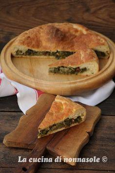 """Un piatto rustico della cucina napoletana che tradizionalmente viene preparato a Natale ma, anche durante tutto il periodo della raccolta della scarola. La mia, tra l'altro, è a chilometro """"due passi"""