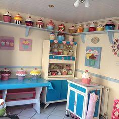 Cupcake / doll house kitchen