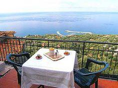 Ferienwohnung: Casa Leopoldo - Von der Dachterrasse Ihrer Pisciotta-Ferienwohnung bietet sich ein traumhafter Blick auf das Meer. - www.cilento-ferien.de