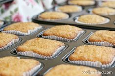Magdalenas sin gluten, con aceite de oliva y sabor limón. Gluten Free Desserts, Gluten Free Recipes, Cupcake Cakes, Cupcakes, Healthy Snacks, Dairy Free, Muffin, Food And Drink, Crack Crackers