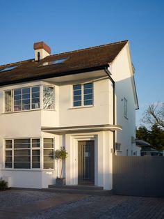 Renovierung verwandelt Doppelhaushälfte aus den 1920er Jahren – wir zeigen euch, wie die Architekten ein langweiliges Haus komplett umgebaut haben!