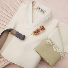 Korean Traditional, Traditional Dresses, Korean Hanbok, Good Old, Fashion Dresses, Women Wear, Seventeen, How To Wear, Fashion Design