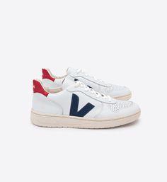 Veja-Sneaker uomo in pelle pekin nautico bianca Fair Trade Schuhe, Zapatillas Veja, Veja Sneaker, Veja Trainers, Moda Sneakers, Nike Sneakers, Ethical Shoes, Men Sneakers, Boots
