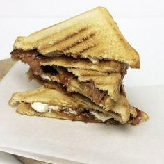 This month on CuliNice: Grilled Sandwich Month! A month, every wednesday a sandwich recipe. And not just a normal grilled sandwich with a slice of cheese and a slice of ham, no elaborate sandwiches with delicious combinations that you do not eat every day. We start this week with a sweet sandwich because today is International caramelday! A sandwich with bacon, caramel and marshmallows!