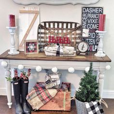 Love this #holiday display! So festive & colorful. Thanks for including our Tobacco Baskets in your #homedecor: