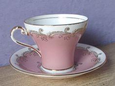Šálek na kávu * bílo růžový porcelán, zdobený stříbrem.