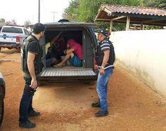 Oito presos da justiça são transferidos da Delegacia de Uruará para o presídio em Altamira. Leia no meu blog http://joabe-reis.blogspot.com.br/2015/10/oito-presos-da-justica-sao-transferidos.html