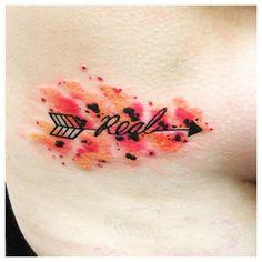 I never uploaded my 'real' tattoo so yeah.. #tattooedgirl #filter #tattoo #sidetattoo #sideboobtattoo #shazink #TheHungerGamestattoo #RealorNotReal? #Real #watercolourtattoo #arrowtattoo #loveit #Mockingjaytribute #ifweburnyouburnwithus ❤️