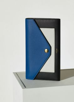 Pocket Trifolded Multifunction in Smooth Calfskin - December Collection 2015 | CÉLINE