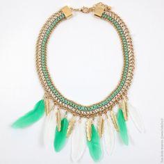 Collier plastron à plumes. Vert et Blanc - Bijoux Fantaisie/Colliers courts - Bulle2co