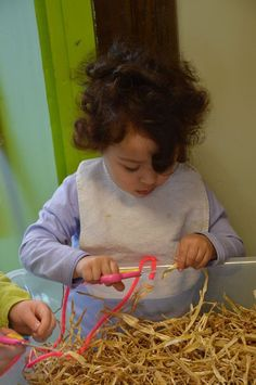 practice cutting with straw Informations About knippen oefenen met stro Pin You can easily use my pr Cutting Activities, Toddler Activities, Diy Crafts To Do, Crafts For Kids, Bored Kids, Farm Unit, Outdoor Classroom, Wolf, Gross Motor Skills