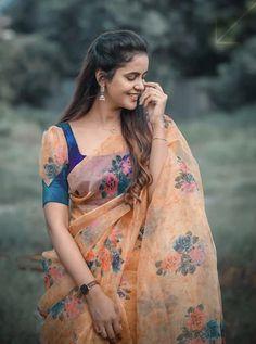Pattu Saree Blouse Designs, Blouse Back Neck Designs, Stylish Blouse Design, Designer Blouse Patterns, Fancy Blouse Designs, Simple Saree Designs, Sleeves Designs For Dresses, Saree Trends, Blouse Models