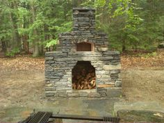 Enclosed stone pizza oven