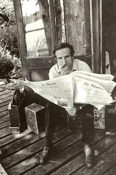 The film director - François Truffaut, here reading Le Monde <3