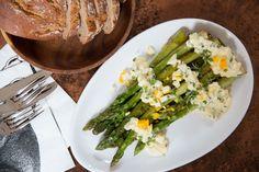 Asparagus Salad Fresh Fruits And Vegetables, Veggies, Asparagus Salad, Alps, Cobb Salad, Healthy, Food, Chef Recipes, Cooking