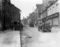 Jeeps americanos por la calle Holgate, 14 junio de 1944.