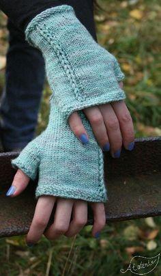 Ravelry: Rapunzel Mitten pattern by Lotta Groeger, cute fingerless gloves Fingerless Gloves Knitted, Crochet Gloves, Knit Or Crochet, Knitted Hats, Crochet Hand Warmers, Love Knitting, Knitting Yarn, Hand Knitting, Knitting Machine
