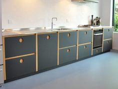 black kitchen with black furniture linoleum fronts and inox worktop