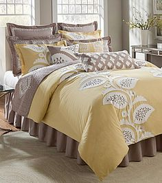 Love all the detail on the bedding!