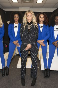 Beyonce Was a Chic Disco Ball of Bling at the 'Lion King' Premiere Style Beyonce, Beyonce Fans, Beyonce And Jay Z, Givenchy, Gucci, Jennifer Lopez, King B, Versace, Beyonce Knowles Carter