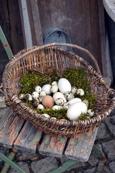 Hof Ich bin dann mal weg mit Osterimpressionen fathers day day diy day food ideas day gifts from kid day cake day crafts Summer Door Wreaths, Easter Wreaths, Rainbow Party Decorations, Meditation Garden, Easter Religious, How To Make Lanterns, Father's Day Diy, Easter Party, Front Door Decor