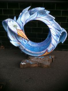 Dorelle sent us this photo of a tyre swan James made recently. It is very beautiful and elaborate.