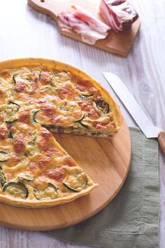 La #torta salata di #zucchine è un piatto unico ricco e saporito, perfetto da portare ad un #picnic o per arricchire un #buffet primaverile. ( #zucchini #quiche ) #Giallozafferano #recipe #ricetta #spring