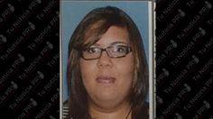 A las 6:20 de la tarde de ayer, la agente Rosa Díaz bajo la supervisión del Tnte. José Rosa de la División de Arrestos Especiales y Extradiciones y personal de HSI, diligenciaron una orden de arresto en la Calle 1 de la urbanización Villa Marina en Gurabo.  La orden de arresto pesaba contra una mujer identificada como Caroline Diane Quiles Sánchez de 26 años de edad y residente Gurabo.    La mujer era buscada en el estado de Florida por asesinato de un menor de edad se alega le adminis...