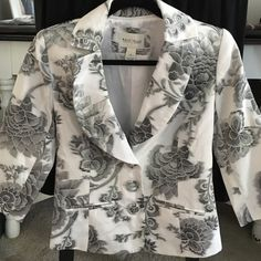 WhiteHouseBlackMarket blazer Black floral print on this beautiful White House Black Market jacket with 3/4 sleeve. Tag is labeled as a size 0 but it comfortably fit me up to a size 2. White House Black Market Jackets & Coats Blazers