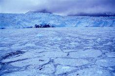 Las zonas desérticas polares son áreas con una precipitación anual de 100 a 200 mm y una temperatura media del mes más cálido inferior a 10° C.
