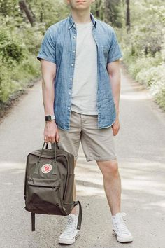 Summer style, kanken backpack and white converse. Summer adventures and wanderlust. White Converse Mens, White High Top Converse, White High Tops, High Top Converse Outfits, Converse Style, Mens Style Looks, Mens Clothing Styles, Menswear, Mens Fashion