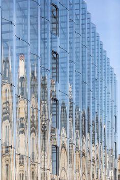 SANAA & # s sliding glass facade books & # la samaritaine & # recovery Glass Building, Building Facade, Building Design, Chinese Architecture, Futuristic Architecture, Facade Architecture, Edouard Francois, Sanaa, Paris