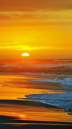 Sunrise at the Ocean/Beach Amazing Sunsets, Amazing Nature, Beautiful Sunrise, Beautiful Beaches, Beautiful Ocean, Beautiful Scenery, Ciel, Beautiful Landscapes, Nature Photography