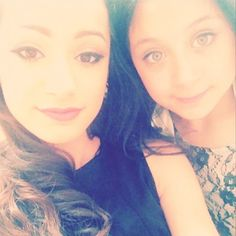 This is pretty cute. Waliyha and Safaa. Zayn Malik Family, This Is Us, My Love, Flawless Makeup, Pretty And Cute, Mad Men, How To Look Better, Ruffle Blouse, T Shirts For Women