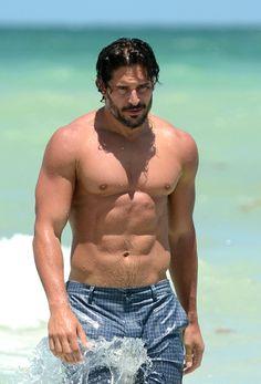 Shirtless Walk-Off: Hemsworth vs. Manganiello | Tom & Lorenzo | Whiteboard