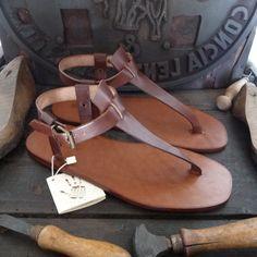 Sandalia artesanales de cuero curtido sin pigmentar . de MarioDoni en Etsy https://www.etsy.com/mx/listing/465969918/sandalia-artesanales-de-cuero-curtido
