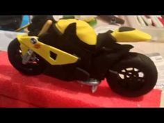 Short video showing how we created a BMW RR bike out of fondant. Motor Cake, Modeling Chocolate Recipes, Chocolates, Fondant People, Motorcycle Cake, Bike Cakes, Biscuit, Cake Decorating Videos, Decorating Ideas