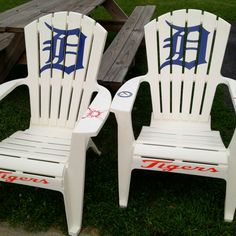 Detroit Tiger chairs--love these Detroit Sports, Detroit Tigers Baseball, Detroit Lions, Baseball Jerseys, Baseball Gloves, Baseball Furniture, Gifts For Baseball Lovers, Detriot Tigers, Baseball Crafts