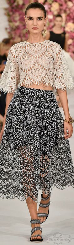 Oscar de la Renta Spring 2015 Ready-to-Wear Couture Fashion, Runway Fashion, High Fashion, Fashion Show, Womens Fashion, Fashion Design, Spring Fashion, Lingerie Look, Winter Typ