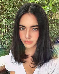 This is a Short Straight Bob Style Lace Front Wigs Brazilian Virgin Human Hair. Cute Makeup, Beauty Makeup, Makeup Looks, Hair Beauty, Short Bob Haircuts, Human Hair Wigs, Dark Hair, Pretty Face, Wig Hairstyles