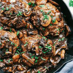 Best Salisbury Steak Recipe, Homemade Salisbury Steak, Homemade Brown Gravy, Cast Iron Steak, Hamburger Recipes, Meat Recipes, Dinner Recipes, Chicken Steak, Critic