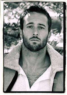 ALEX O'LOUGHLIN - aka Steve McGarrett Hawaii Five-O